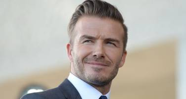 david beckham takes als ice bucket challenge!